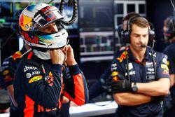 Daniel Ricciardo, Red Bull Racing, met son casque