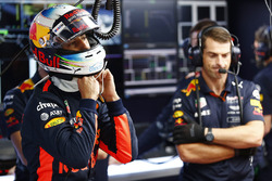 Daniel Ricciardo, Red Bull Racing, puts his helmet on
