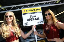 Gridgirls für Tom Ingram, Speedworks Motorsport Toyota Avensis