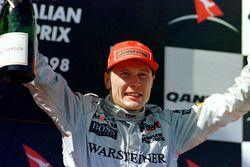 Podium: Race winner Mika Hakkinen, McLaren Mercedes