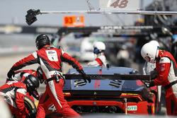 #48 Paul Miller Racing Lamborghini Huracan GT3: Madison Snow, Bryan Sellers, Dion von Moltke, Pit st