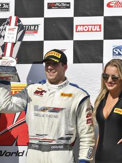 Podio: ganador de la carrera Michael Cooper, Cadillac Racing