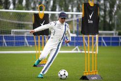 Felipe Massa, Williams juega al fútbol en las instalaciones del Chelsea FC