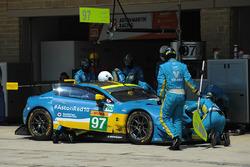 Экипаж №97 команды Aston Martin Racing, Aston Martin Vantage: Даррен Тёрнер, Джонатан Адам, Даниэль