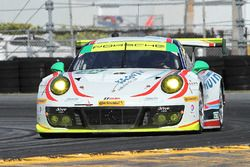 №59 Manthey Racing Porsche 911 GT3 R: Нильс Раймер, Райнхольд Ренгер, Хари Прочик, Стив Смит