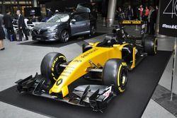 ルノーF1ショーカーと新型メガーヌGT