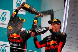 Podium: racewinnaar Max Verstappen, Red Bull Racing, derde plaats Daniel Ricciardo, Red Bull Racing, vieren feest