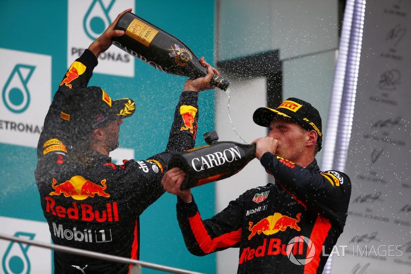 Podium: Pemenang balapan, Max Verstappen, Red Bull Racing, peringkat ketiga, Daniel Ricciardo, Red Bull Racing