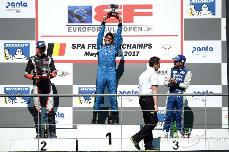 Ameya Vaidyanathan, Carlin, second place Harrison Scott, RP Motorsport, third place Devlin de France