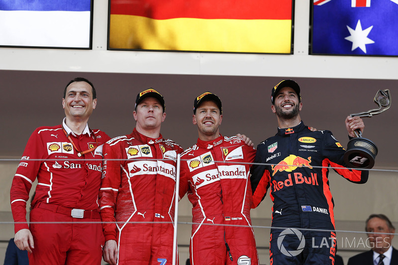 Riccardo Adami, Ferrari Race Engineer, Kimi Raikkonen, Ferrari, Sebastian Vettel, Ferrari y Daniel Ricciardo, Red Bull Racing