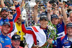Winnaar Takuma Sato, Andretti Autosport Honda viert