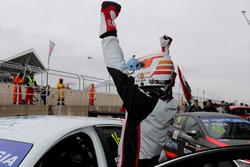 Race winner Davit Kajaia, GE-Force, Alfa Romeo Giulietta TCR