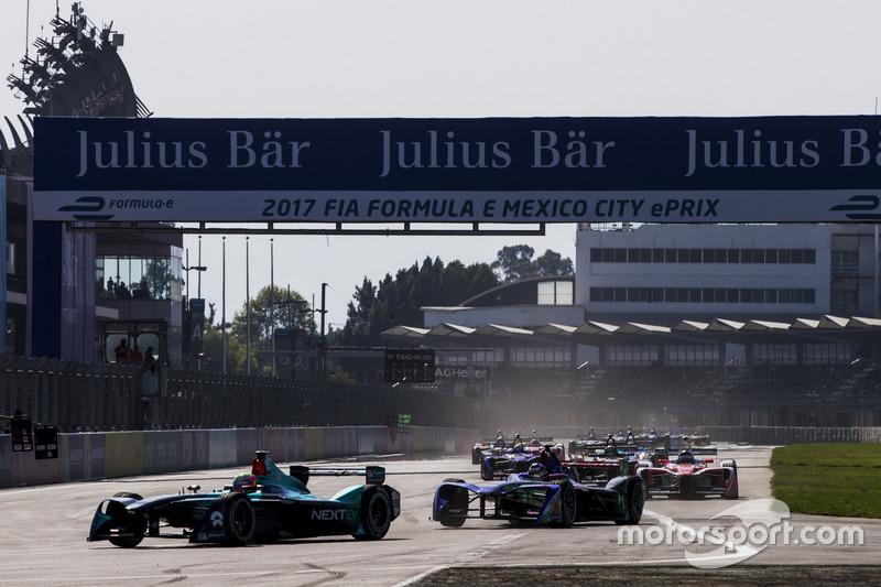 Oliver Turvey, NEXTEV TCR Formula E Team, guida la gara alla partenza