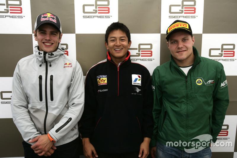 Konferensi pers: Pemenang balapan, Rio Haryanto; runner-up, Lewis Williamson; peringkat ketiga, Valt