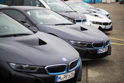 BMW i8s en el paddock