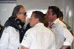 Mansour Ojjeh, TAG, Zak Brown, McLaren Director Ejecutivo de McLaren y Eric Boullier, Director de ca