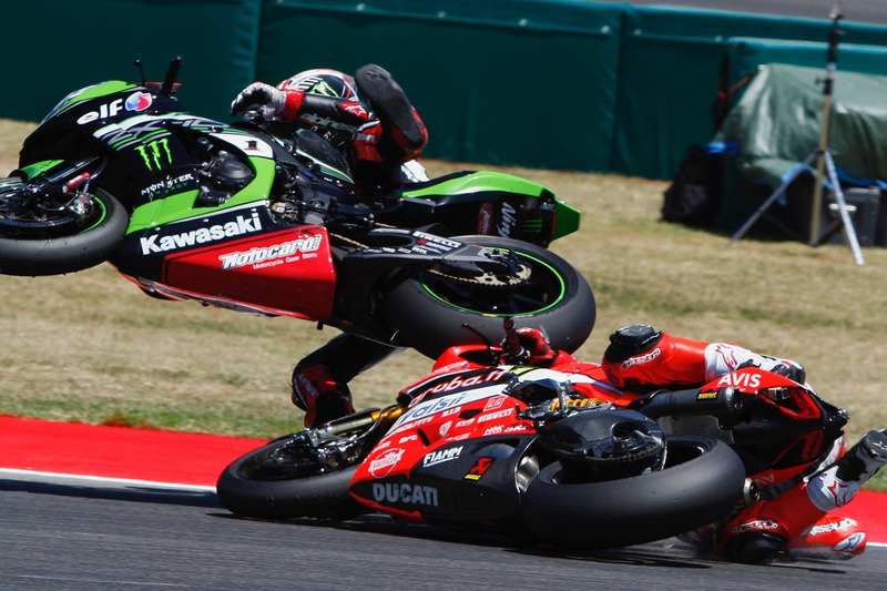 Chaz Davies and Jonathan Rea crash in Misano