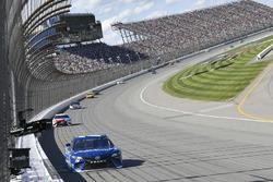 Martin Truex Jr., Furniture Row Racing Toyota, Kyle Busch, Joe Gibbs Racing Toyota, Kevin Harvick, S