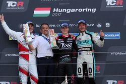 Le vainqueur Attila Tassi, M1RA, Honda Civic TCR, le deuxième Norbert Michelisz, M1RA, Honda Civic TCR, le troisième Jean-Karl Vernay, Leopard Racing Team WRT, Volkswagen Golf GTi TCR