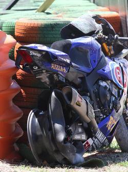 Crashed bike of Michael van der Mark, Pata Yamaha