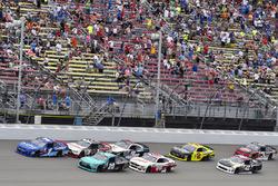 Elliott Sadler, JR Motorsports Chevrolet and Denny Hamlin, Joe Gibbs Racing Toyota