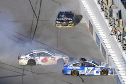 Ricky Stenhouse Jr., Roush Fenway Racing Ford en Trevor Bayne, Roush Fenway Racing Ford crash