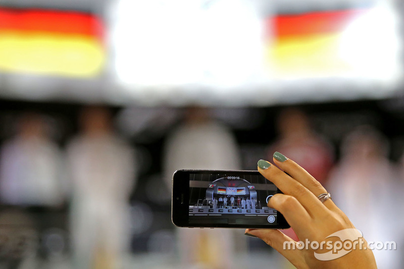 Nico Rosberg, Mercedes AMG F1, Lewis Hamilton, Mercedes AMG F1 y Sebastian Vettel, Scuderia Ferrari