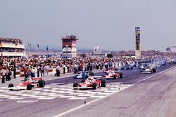 Pole: James Hunt, McLaren M23 Ford, Niki Lauda Ferrari 312T2