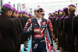 Esteban Gutierrez, Haas F1 Team lors de la parade des pilotes