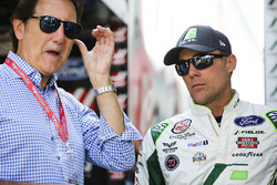 Kevin Harvick, Stewart-Haas Racing Ford y Ron Fellows