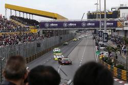 Restart Laurens Vanthoor, Audi Sport Team WRT Audi R8 LMS leads