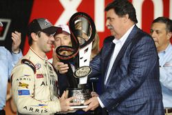 Xfinity-Champion 2016: Daniel Suarez, Joe Gibbs Racing, Toyota; Mike Helton, NASCAR-Präsident