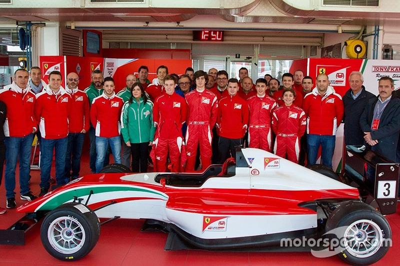 Simone Cunati, Lorenzo Colombo, Marcus Armstrong, David Vidales y Enzo Fittipaldi en la Ferrari Driver Academy