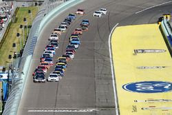 Départ : Kevin Harvick, Stewart-Haas Racing Chevrolet leads