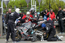 Michael Dunlop, team change his rear wheel