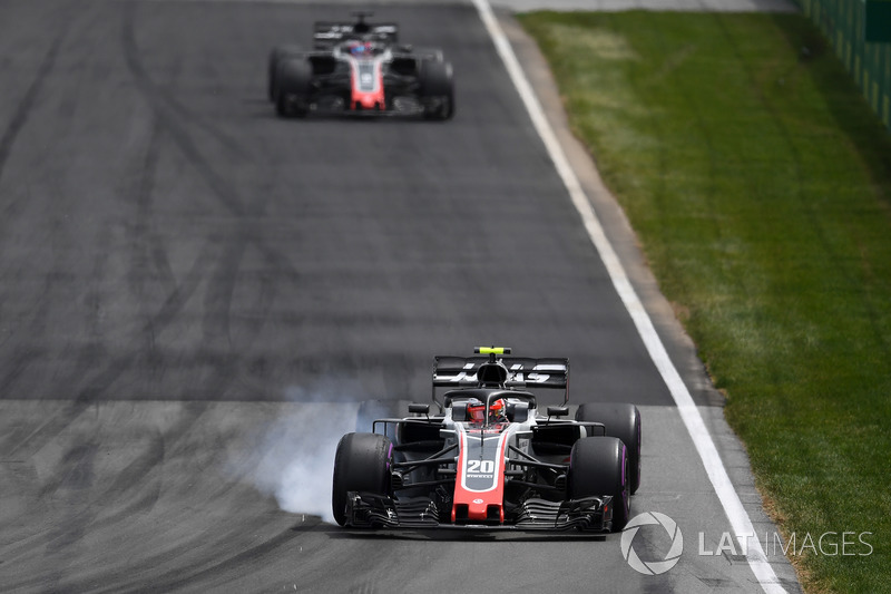 Kevin Magnussen, Haas F1 Team VF-18 locks up