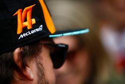 Fernando Alonso, McLaren, hat detail
