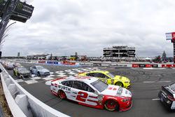 Brad Keselowski, Team Penske, Ford Fusion Wurth e Ryan Blaney, Team Penske, Ford Fusion Menards/Duracell