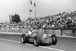 Le vainqueur Juan Manuel Fangio, Alfa Romeo 159A
