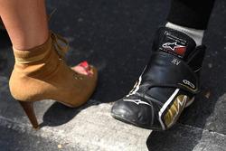 Kylie Minogue ve Jean-Eric Vergne, Techeetah ayakkabılarını karşılaştırıyor