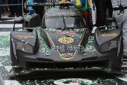 Victory lane, winnende auto #5 Action Express Racing Cadillac DPi: Joao Barbosa, Filipe Albuquerque,