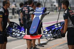 Scuderia Toro Rosso STR12 front wing and nose