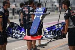 Scuderia Toro Rosso STR12 ala delantera y nariz