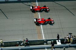Rubens Barrichello, Ferrari F2002 ve Michael Schumacher, Ferrari F2002