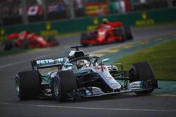 Lewis Hamilton, Mercedes AMG F1 W09, Kimi Raikkonen, Ferrari SF71H, et Sebastian Vettel, Ferrari SF71H