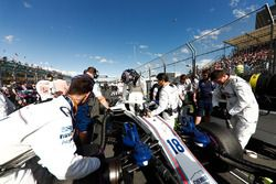 Lance Stroll, Williams FW41 Mercedes, arriveert op de grid