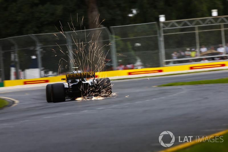 Percikan api dari Carlos Sainz Jr., Renault Sport F1 Team R.S. 18