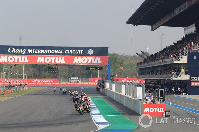 Tom Sykes, Kawasaki Racing leads