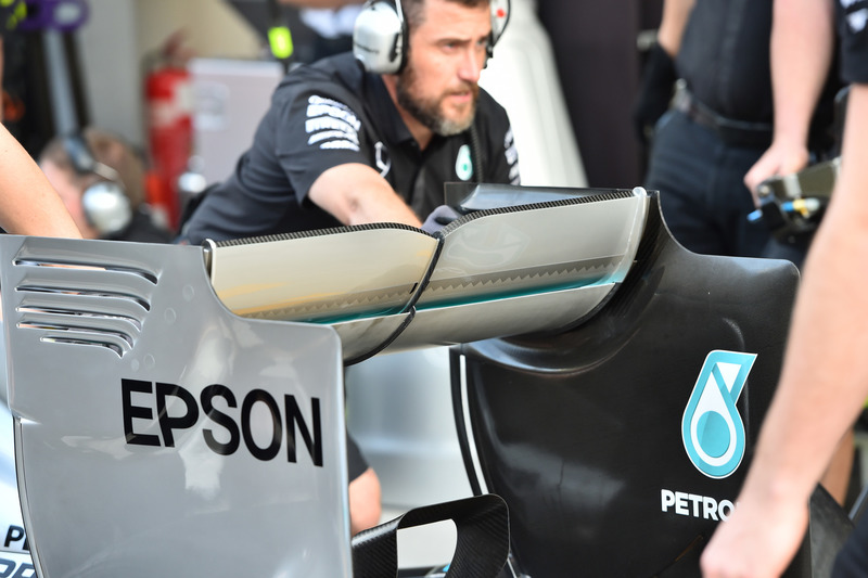Mercedes AMG F1 W06 rear wing