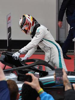 Race winner Lewis Hamilton, Mercedes-AMG F1 W09 EQ Power+ in parc ferme